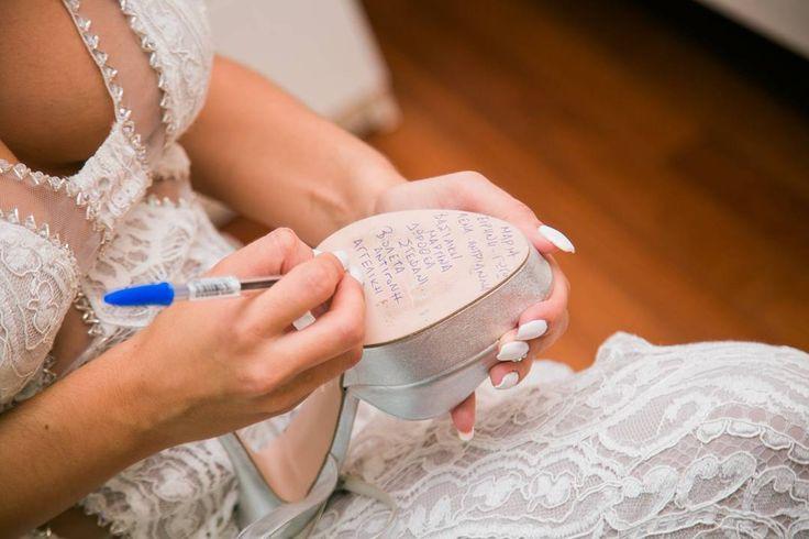 """32 """"Μου αρέσει!"""", 1 σχόλια - Chris Kotsakis Photography (@chr.kotsakisphotography) στο Instagram: """"The Greek name writing custom. Names of the #bride 's best friend are been written on the…"""""""