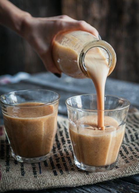 Smoothie à la citrouille * purée de citrouille - lait d'amandeà la vanille - banane - cannelle - noix de muscade