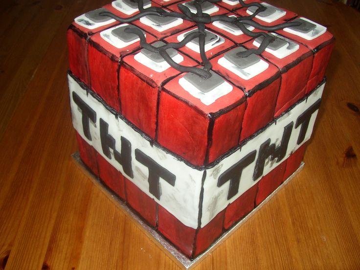 Minecraft TNT cake bomb