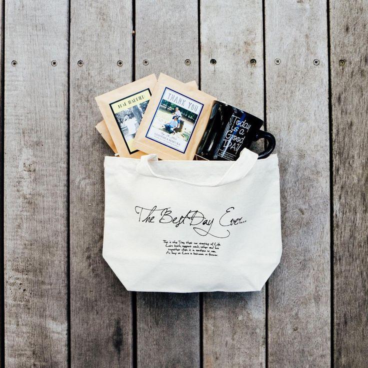 THANKS GIFT . ●ドリップパック2pセット ¥370 ●サンクスバックSサイズ ¥720 ●オリジナルマグカップ ¥1300 (ご注文数により金額は異なります) . . 引き出物セットでご希望の方はお問い合わせ欄よりご連絡ください^ ^ ご予算に合わせてお見積もりいたします。 #thanksgift #サンクスギフト #プチギフト #引き出物 #結婚式 #プレ花嫁 #2017夏婚 #2017秋婚 #weddinggift #weddinggiftidea  #ウェディングギフト #ドリップバック #オリジナルラベル #オリジナルウェディング #前撮り #結婚式準備 http://gelinshop.com/ipost/1523939537418707736/?code=BUmHu9jA-MY