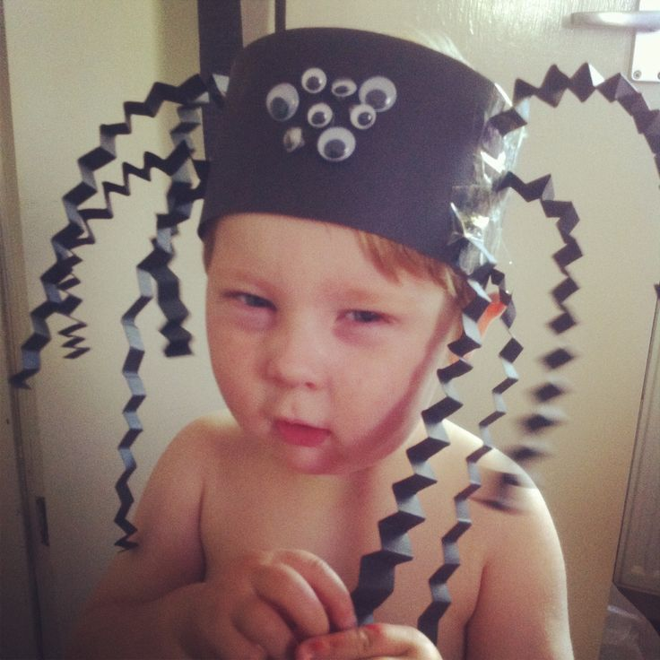 Halloween spider hat. Preschool craft perfect for toddlers