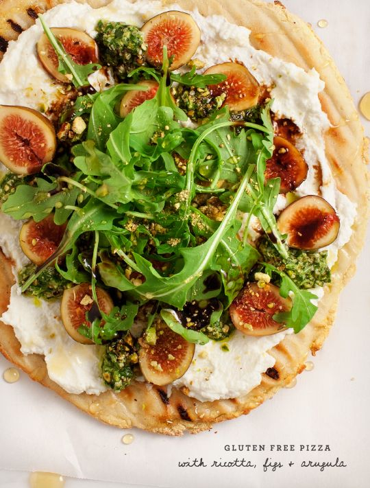 Gluten Free Fig & Ricotta Flatbread Pizza / @loveandlemons