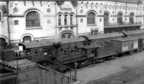 Passenger trains at Vladivostok railroad station. http://digitallibrary.usc.edu/cdm/ref/collection/p15799coll46/id/61