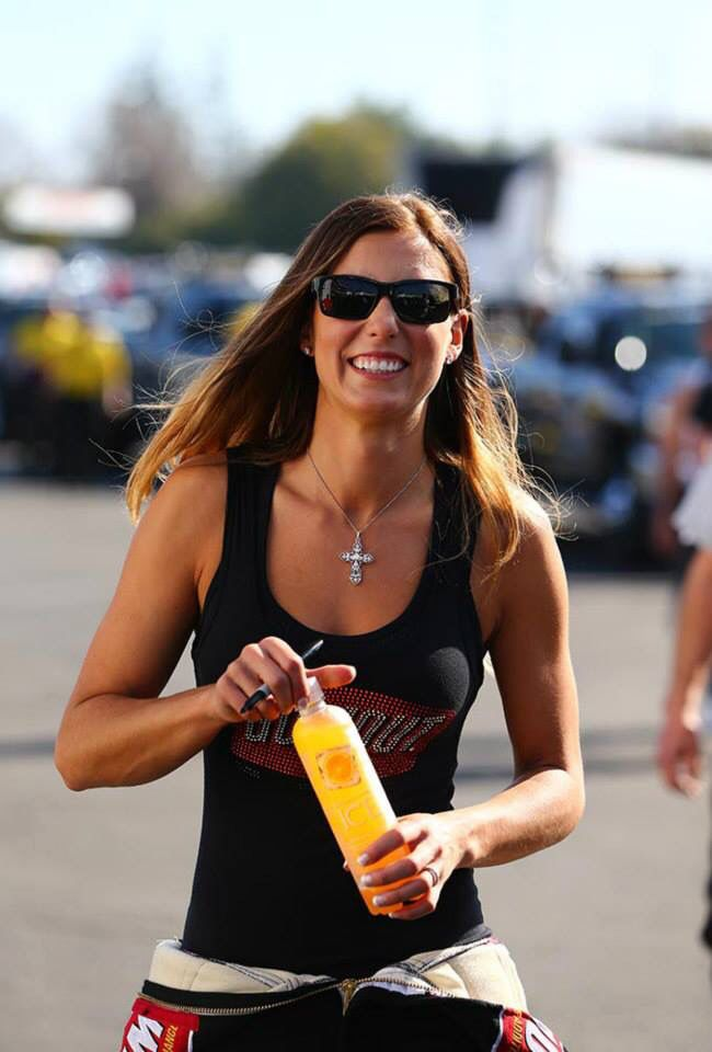 Leah Pritchett in the Gumout T/F Dragster with Crew at the 2015 winter nationals. | Race Cars ...