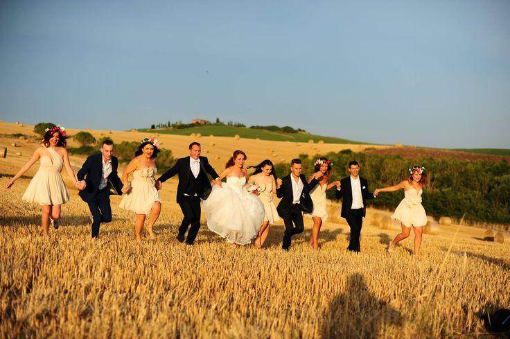 Happy hop on Tuscan hills #weddingfoto #sayyes