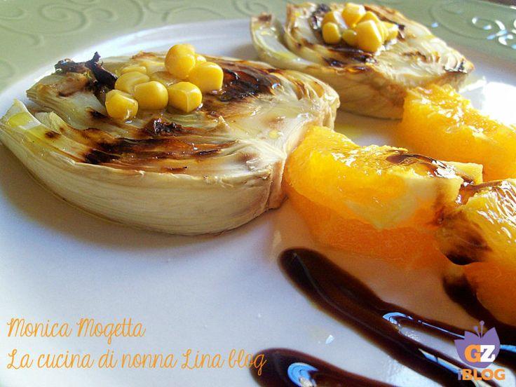 L'insalata arancia e finocchi è un ottimo contorno, presentata così come in foto farà anche un figurone a tavola, un fiore di insalata arancia e finocchi.
