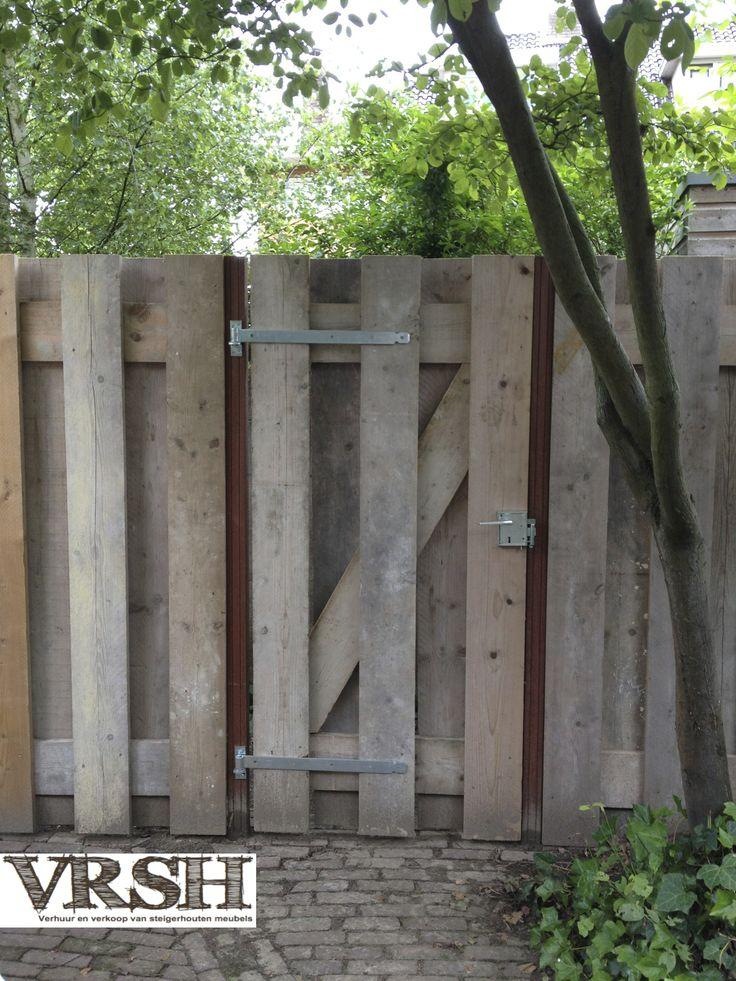 Alles kan van steigerhout! Zie hier de prachtige schutting als voorbeeld
