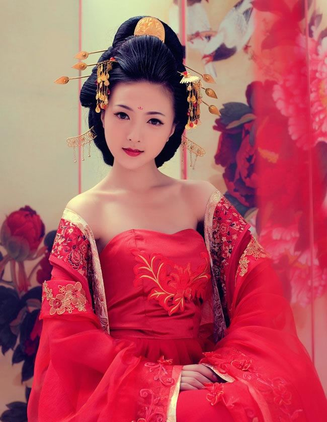 Ancient Chinese Tang Dynasty Bridal Wedding Dress and Headwear