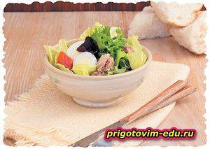 Салат с помидорами черри и консервированным тунцом