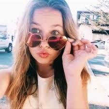 beautynezz -  het meisje Joy maakt video's over make-up en lifestyle!! ook neemt ze regelmatig vlogs op! ze neemt vlogs op in Nederland en Amerika. ze is zelfs bij de veed awards 2016 benoemd tot beste vrouwlijke youtuber❤❤❤❤