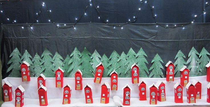 Maitopurkeista valmistetut Pikkumetsän muuntajat, jotka on jouluvaloin muunnettu joulukalenteriksi. (1.-2.lk) Alakoulun aarreaitta FB -sivustosta /Paula Pesonen