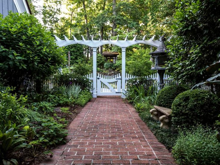 Passionate gardeners and art collectors, Lee and Mike Dunn have built a lush garden out of three wild acres near Atlanta.