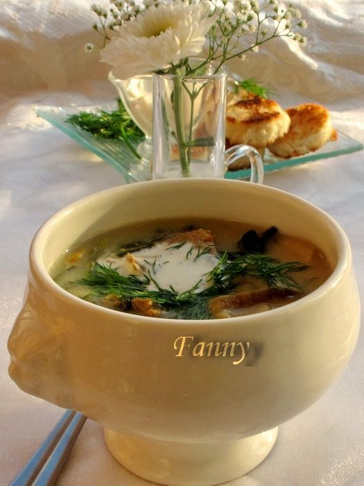 Нашла заманчивый рецепт грибного супчика, попробую приготовить) Автор рецепта - Fanny Ингредиенты на 3-4 порции: телятина с косточкой — 600ггрибы белые (шампиньоны) — 400глуковица — 1шт.морковь ср…