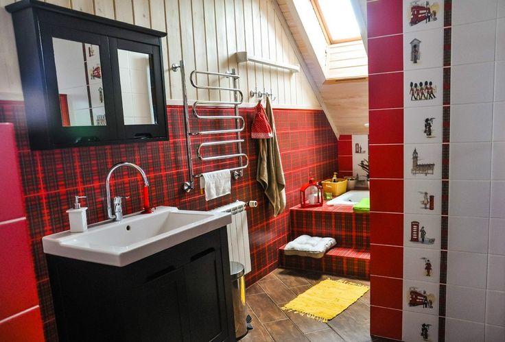 Красная шотландская ❤ клетка такая уютная и домашняя: греет как её шерстяные праотцы и радует, напоминая подарочную коробку! Любители красного оценят! 😍 #сантехника #дизайн #ванна