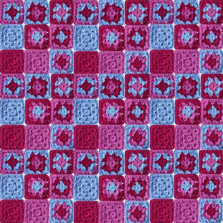 Permutaciones de 3 colores #granate #rosa #azul #ganchillo #yocreo #hechoamano #ganchet #jocreo #fetama #granny #grannysquare #crochet #crochetblanket #handmade #lana #llana #wool #ValeriadiRoma by @cristinacrea by cristinacrea