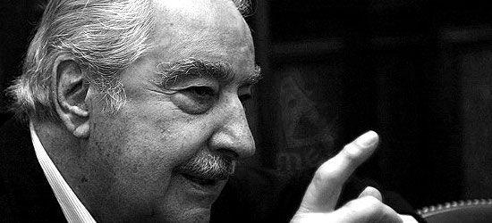 Álvaro Mutis Jaramillo (1923-2013), novelista y poeta colombiano.  Es considerado uno de los escritores hispanoamericanos contemporáneos más importantes. Premio Príncipe de Asturias de las Letras, 1997.