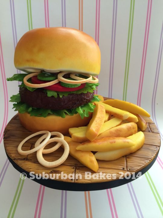 Burger and chips! Don't understand why you would want this in a cake form but very well done none the less.