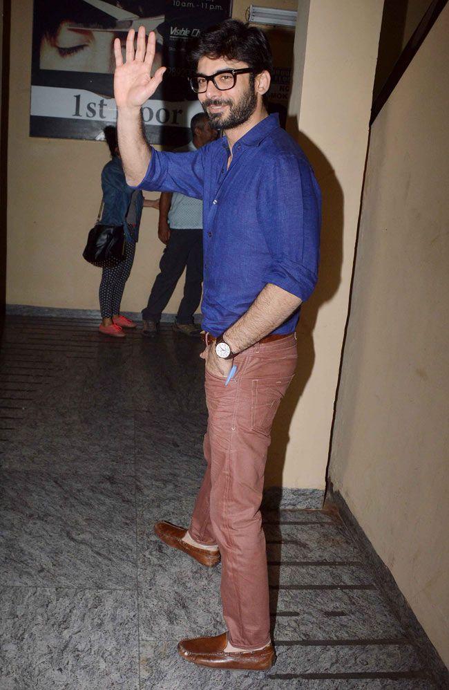 Sonam Kapoor's 'Khoobsurat' co-star Fawad Khan waves to shutterbugs at the screening of 'Khoobsurat' held at PVR Cinemas in Juhu. #Bollywood #Fashion #Style #Handsome