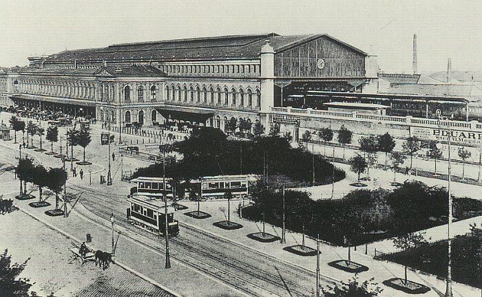 Südbahnhof from another angle.