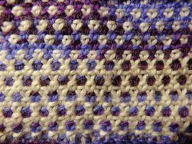 "Her kommer så en forklaring på hvordan man strikker perlegrus - med 3 farver ( og med 2)       ""perlegrus""   Mønsteret går over et lige mas..."