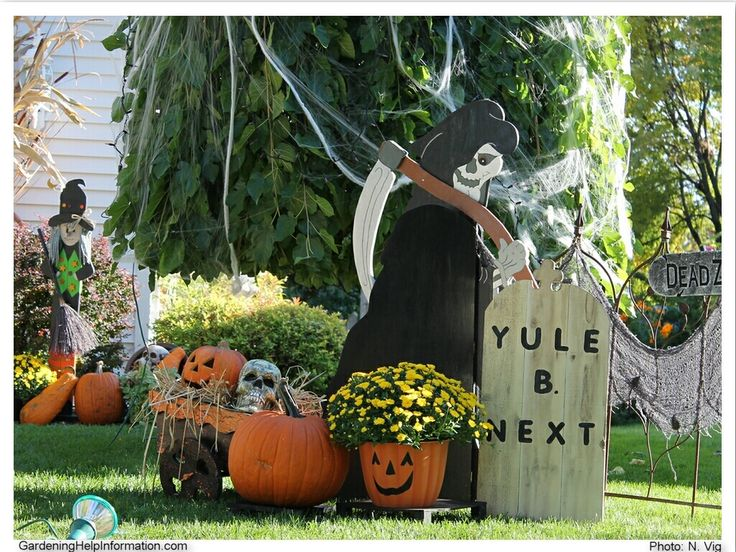 halloween yard decoration ideas with outdoor garden lights - Halloween Outside Decoration Ideas