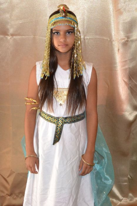 Child Cleopatra costume tutorial | magicallymade.net