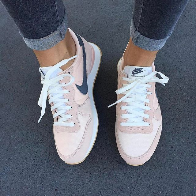 NIKE Women's Shoes - Adidas Women Shoes - Sneakers Rose poudré, Nike - We  reveal the news in sneakers for spring summer 2017 - Find deals and best  selling ...