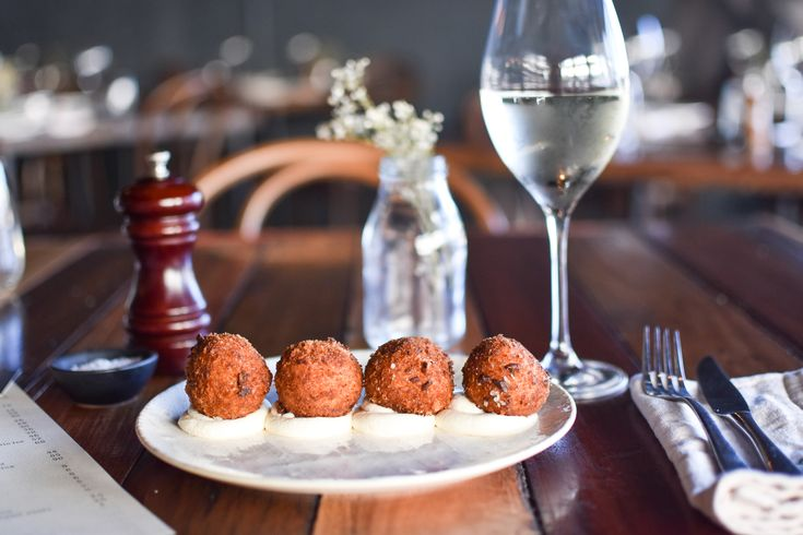 Have you tried our arancini balls? Pumpkin arancini, pistachio and whipped goats curd. Would you be able to share them?! Bookings ☎️ 07 5575 2284
