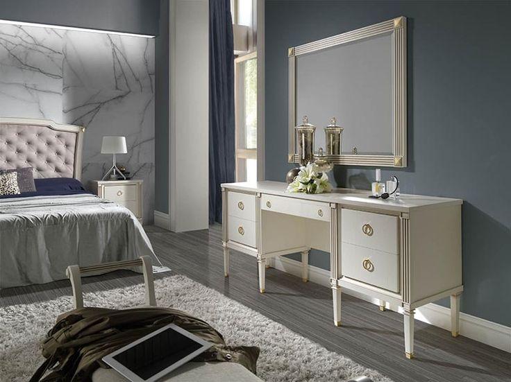 Espejos Pasión Titanic  Los espejos de esta colección conjugan a la perfección con el resto del mobiliario. Se pueden adquirir en roble fumé, roble y lacado en lino. Sus esquinas redondeadas son la marca de diferencia en esta colección.