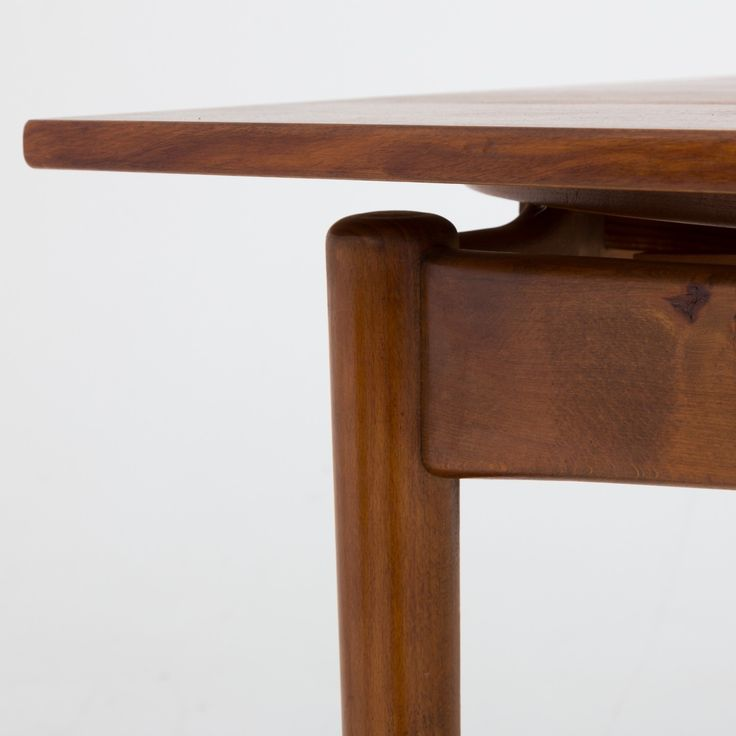 Dining table in walnut and beech