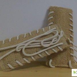FASCIA CORPO ENERGY: La fibra di Zucca Luffa Cylindrica garantisce un'efficace azione levigante, tonificante e rilassante, facilitando l'afflusso sanguigno; la pelle risulta morbida e luminosa e le tensioni muscolari vengono sciolte. E' ideale per un lavaggio massaggiante dalla schiena ai piedi. E' stata creata con doppio lato in Zucca Luffa Cylindrica, intrecciata a mano- con corda di puro cotone non trattato; tutto biodegradabile. http://linearipalta.com/prodotto/fascia-corpo-luffaluffa/