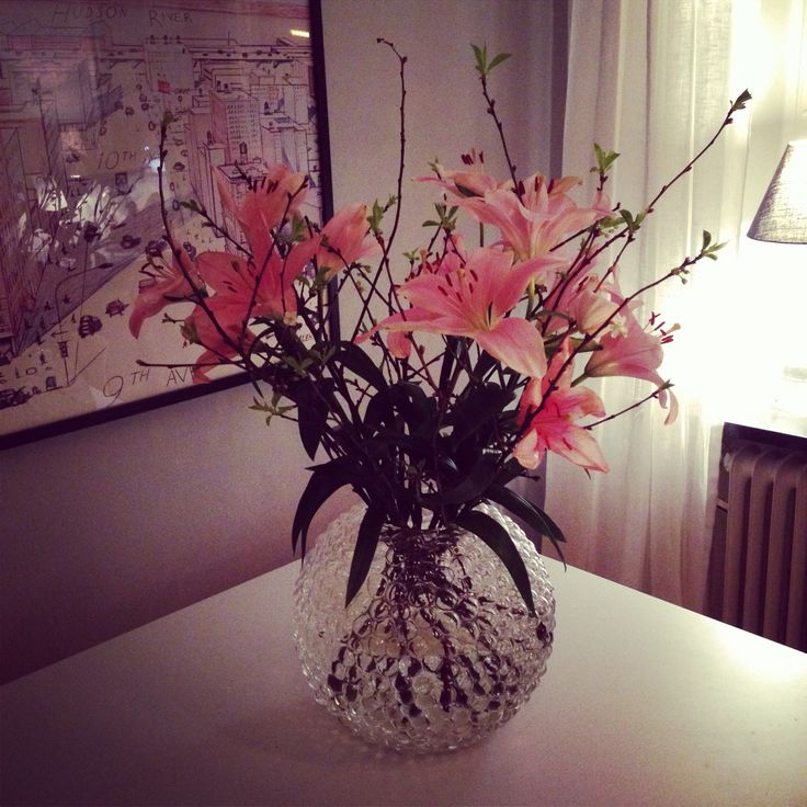 Pink lilies in a Dagg vase from Svenskt tenn