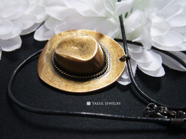 Large Cowboy Hat Necklace, Leather Necklace, Vintage Western Necklace for Men…