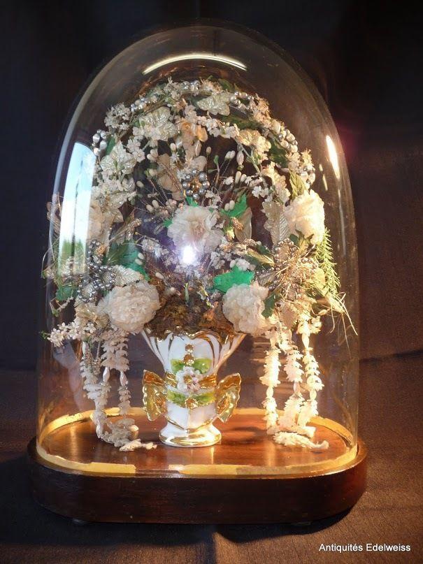 globe de mari e pendule socle en bois vase vieux paris et bouquet roses art floral. Black Bedroom Furniture Sets. Home Design Ideas