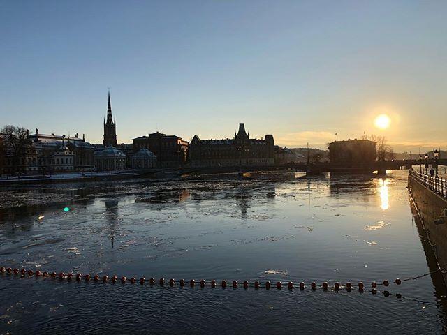 #citysilouette #stockholm #stockholm_insta #visitstockholm #sweden #capitalofscandinavia #visitsweden #nottweaked #ttot #travel #almostsunset #photobydavidfeldt