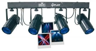 Chauvet 4-play  Livré avec 4 projecteurs à LED, housse de transport et support de projecteurs.