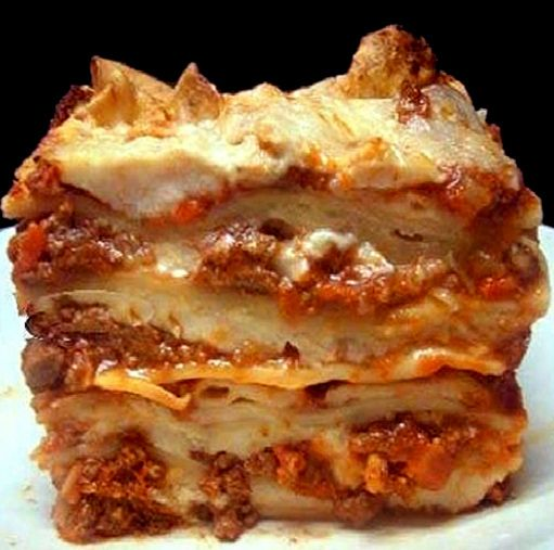 Looks like one of the meatiest, creamiest, cheesiest lasagna. I must give it a try