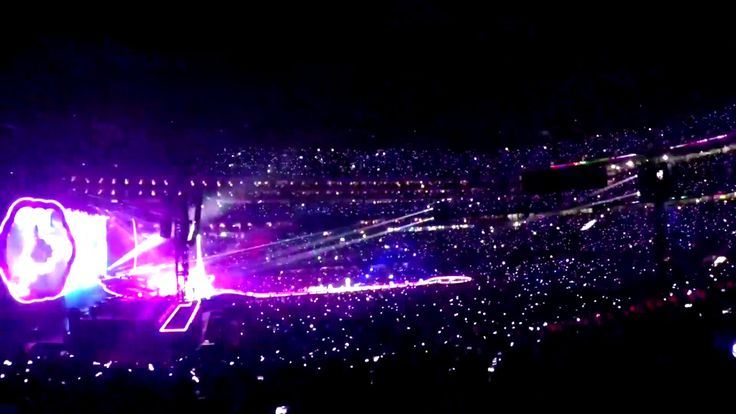 Xylobands light up Coldplay tour 2017