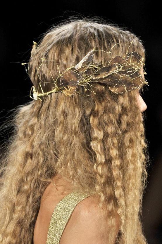 Medieval hairstyle, curls