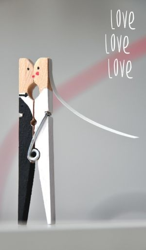 Bride & Groom clothes pin, so cute!!! (easy to do for same-sex couples too)