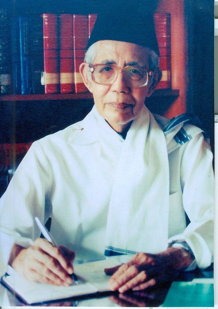 Mohammad Natsir dikenal sebagai sosok pemikir dan aktivis politik yang tak pernah lelah menyuarakan pentingnya peranan Islam dalam politik di Indonesia.