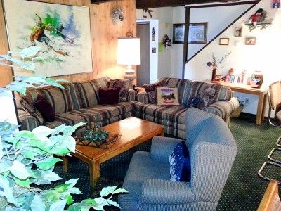 Big Bear Condo for rent: Best skiing in California! Right next to the ski slopes!