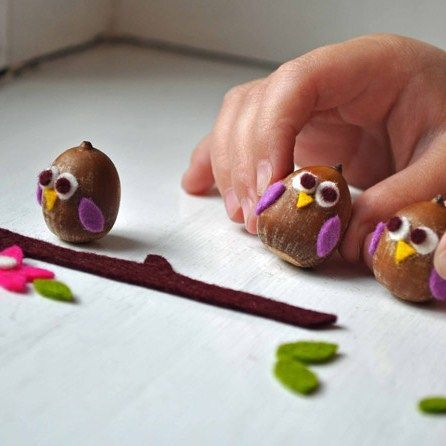 Acorn owls #fall #craft idea. You could use other nuts that your kids have found in the park too.