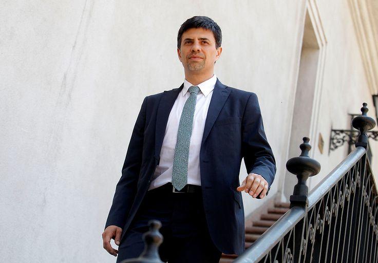 Ministro Díaz pide aprobar reajuste de 3,2%, pero como diputado rechazó el 4,2% y el 5% que propuso Piñera