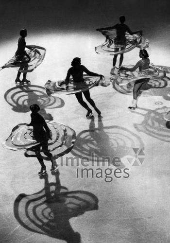 Berlin: Vorstellung des Wiener Eisballetts ullstein bild - Sportbild Schirn/Timeline Images #1938 #Ballett #Revue #Vienna #Tanz #Eisrevue #IceRevue