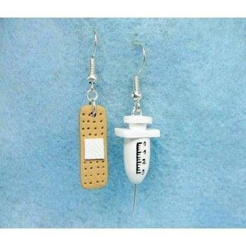 Syringe + Band aid,fimo, handmade,hecho a mano,polymer clay,earrings,pendientes,jeringa, tirita,nurse,enfermera,