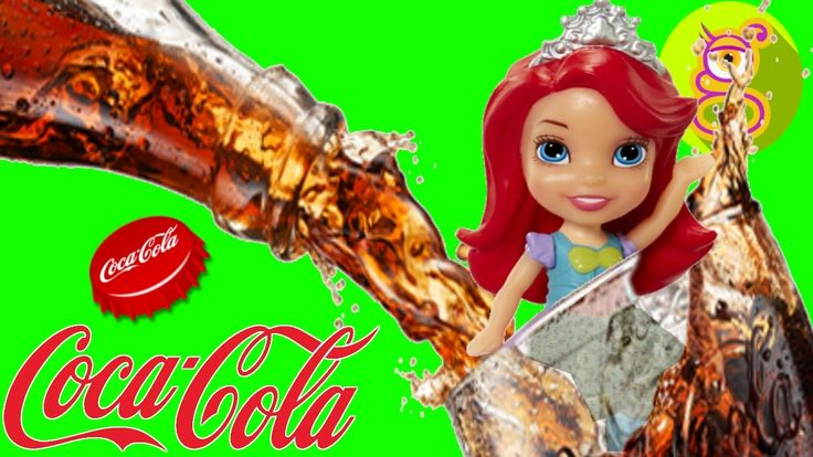 Fiesta en la Piscina llena de Cocacola en el Barco de Barbie con las Min...