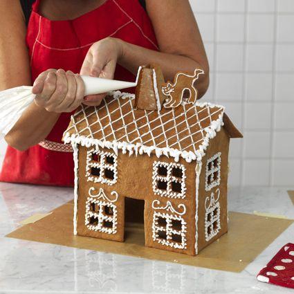 Bygg ditt eget pepparkakshus, vi visar steg-för-steg.   Allas.se
