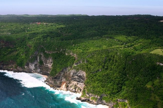 Six Senses Hotels Resorts Spas has announced the 2017 opening of a property in Indonesia.  The resort, which will be located at Uluwatu on the west coast of the island.   It will feature a Six Senses Spa which will. drawi on Balinese nature and culture. The spa menu will include treatments inspired by the local surroundings, as well as a number of Six Senses signature treatments.      www.professionalspawellness.com/library/Six-Senses-to-open-Bali-resort