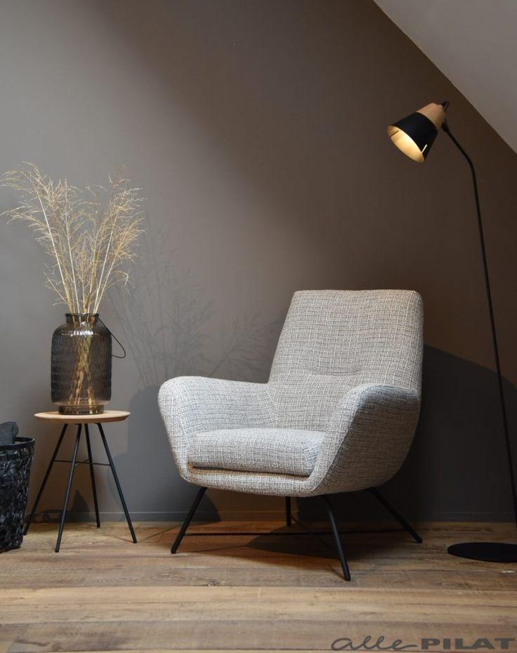 Comfortabele fauteuil Lex met zwart frame en grijs witte stof - Woonwinkel Alle Pilat